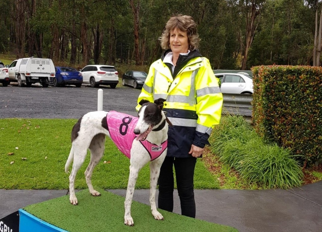 Lisa Davis pictured with BRING YOUR BANJO (19.37 winner and drawn Box 1 in the final)